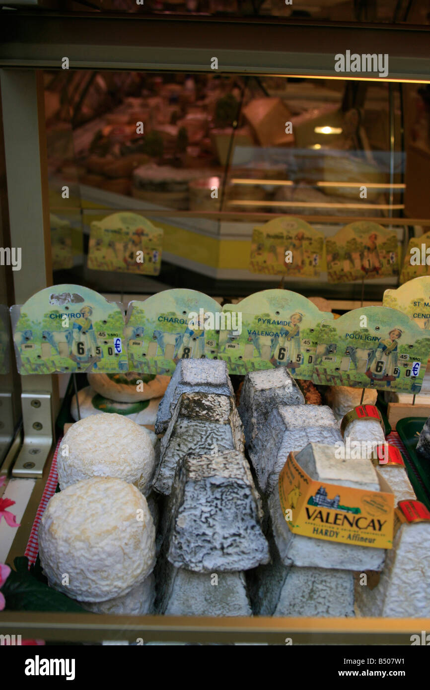 Cheese shop in Senlis - Stock Image