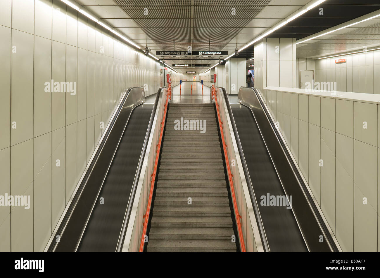 Vienna Underground Line U3 Station Neubaugasse Stock Photo 20291523