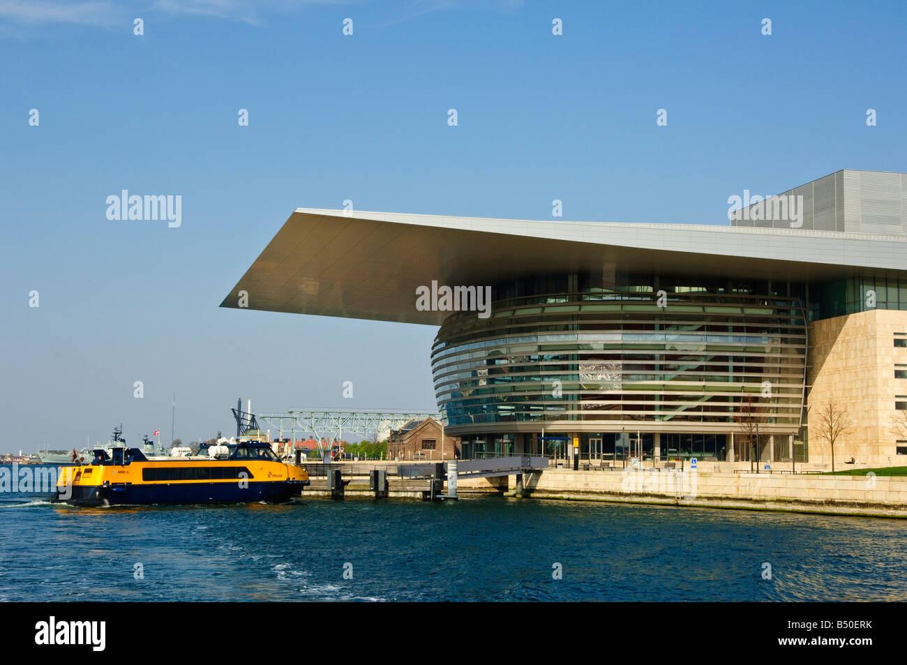 Waterbus calling at Operaen the Opera House København Copenhagen opened 2005 architect Henning Larsen - Stock Image