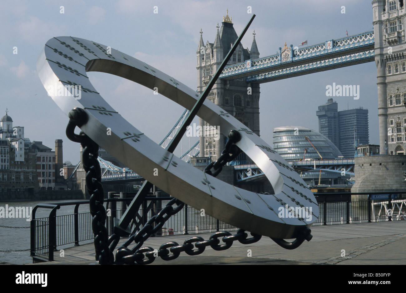 'Timepiece', sculpture, and working sundial, by Wendy Taylor, 1973, in front of Tower Thistle Hotel near - Stock Image