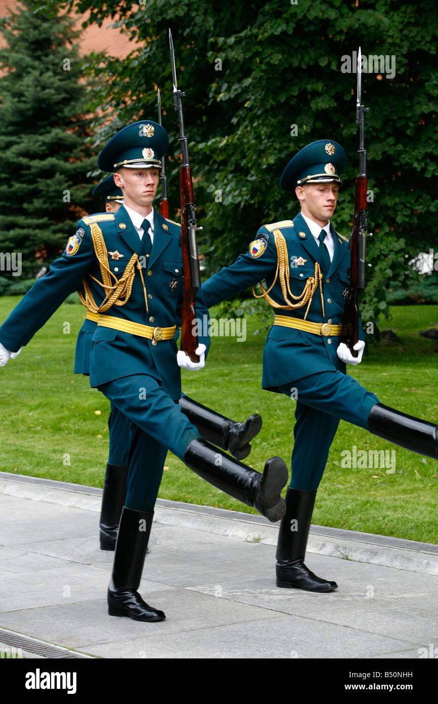 Sep 2008 - Changing of the honor guards by the tomb of the unknown soldier in the Kremlin Moscow Russia - Stock Image
