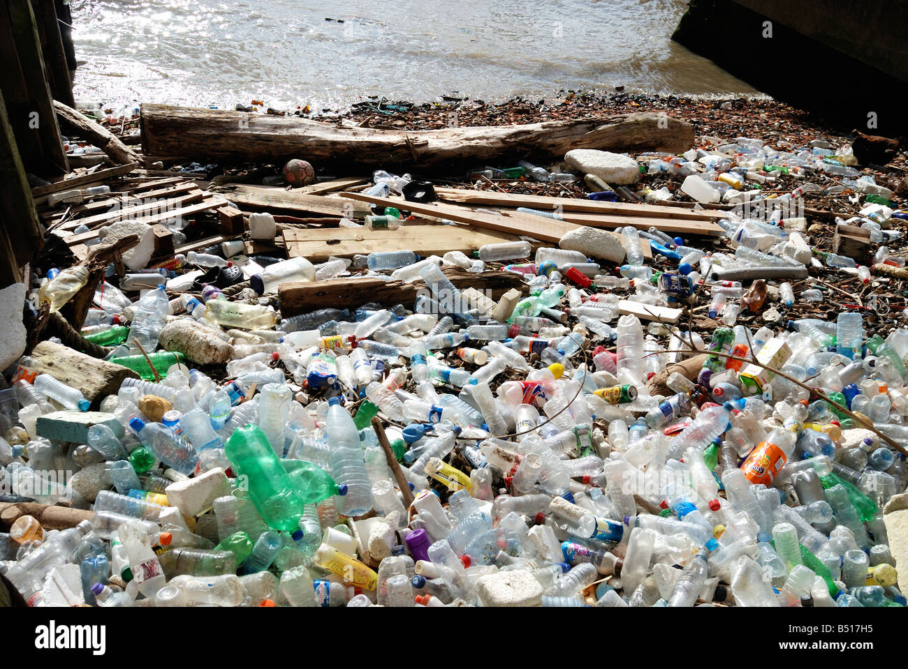 Pollution washed up on beach on the River Thames in the City of London - Stock Image