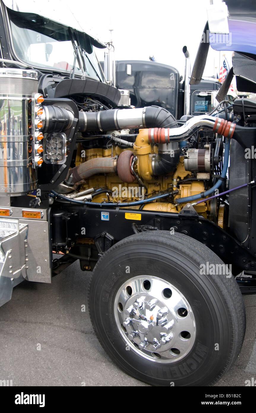 kenworth truck engine diesel turbo turbocharger turbocharged american americana us usa chrome hood bonnet haulage - Stock Image