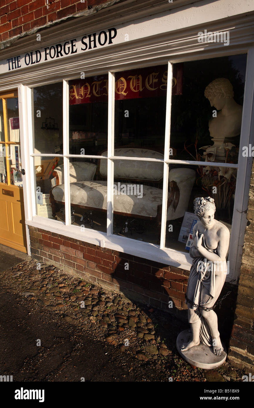 Antique shop in Cavendish Suffolk close to where the BBC series Lovejoy was set  filmed - Stock Image