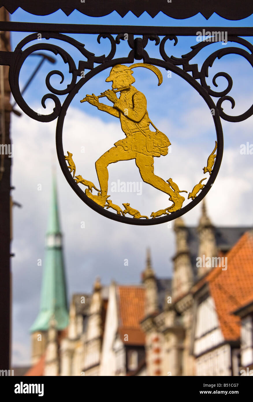 Pied Piper of Hamelin sign on Rattenfangerhaus Germany - Stock Image