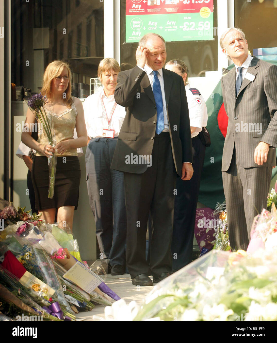 King s Cross Station Ken Livingstone brings flowers to Kings Cross as a mark of respect to those who died in the - Stock Image