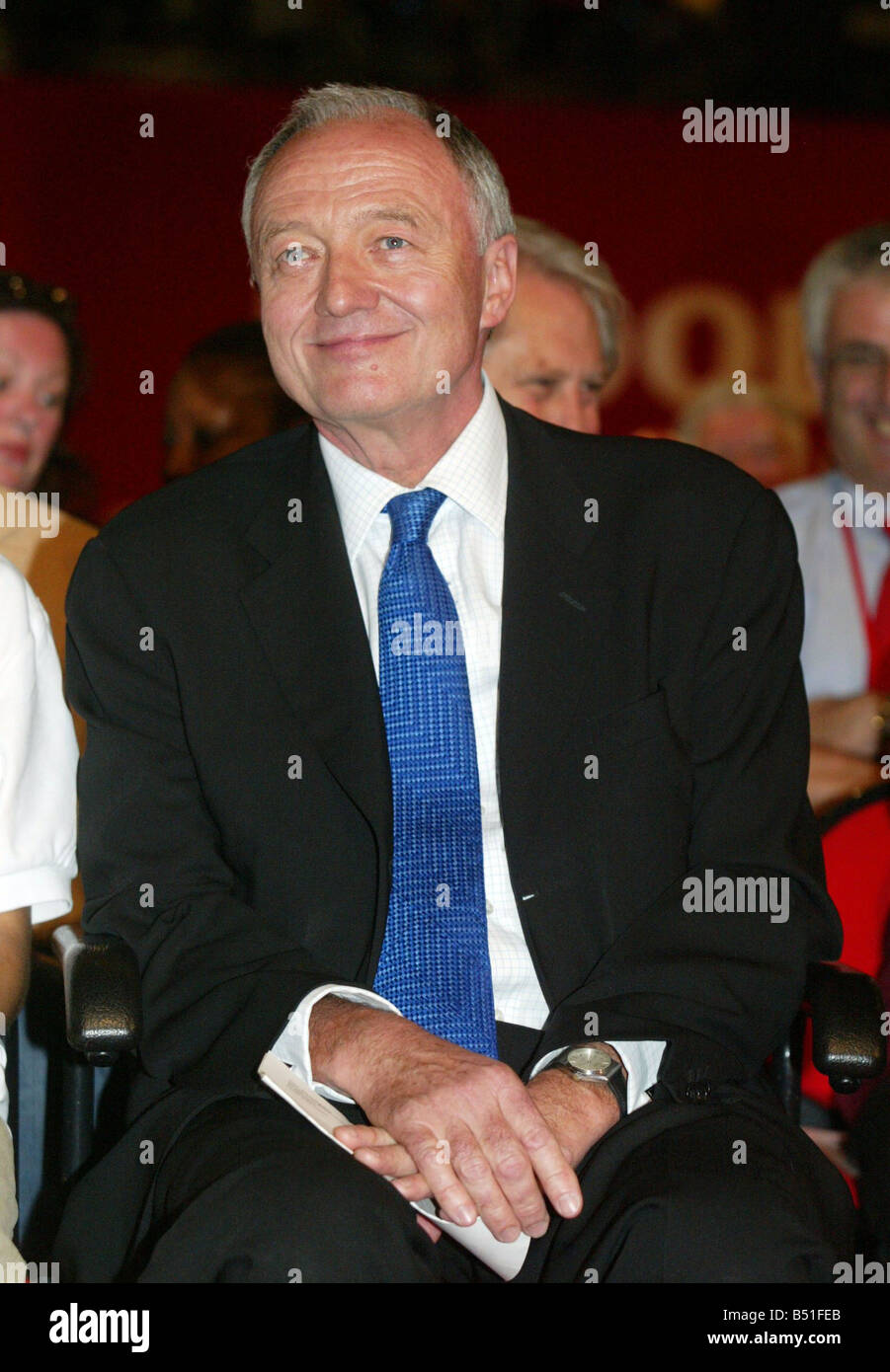 Labour Party Conference at Brighton September 2005 London Mayor Ken Livingstone watches David Blunkett giving his - Stock Image