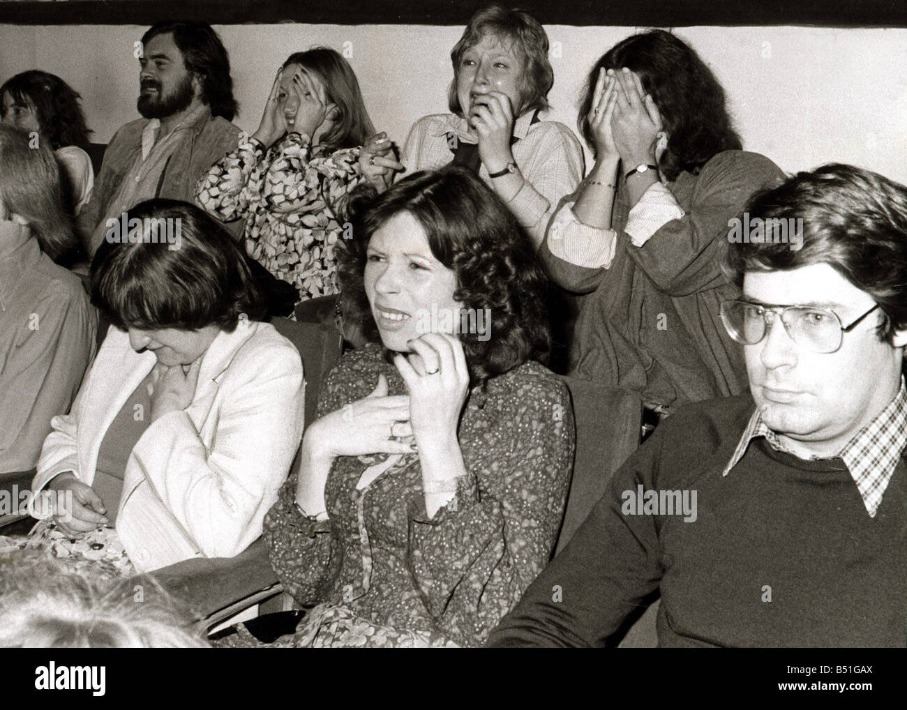 Audiences reaction to original screening of Alien in Odeon Theatre Leicester Square A woman covers her face in fear June 1979 Stock Photo