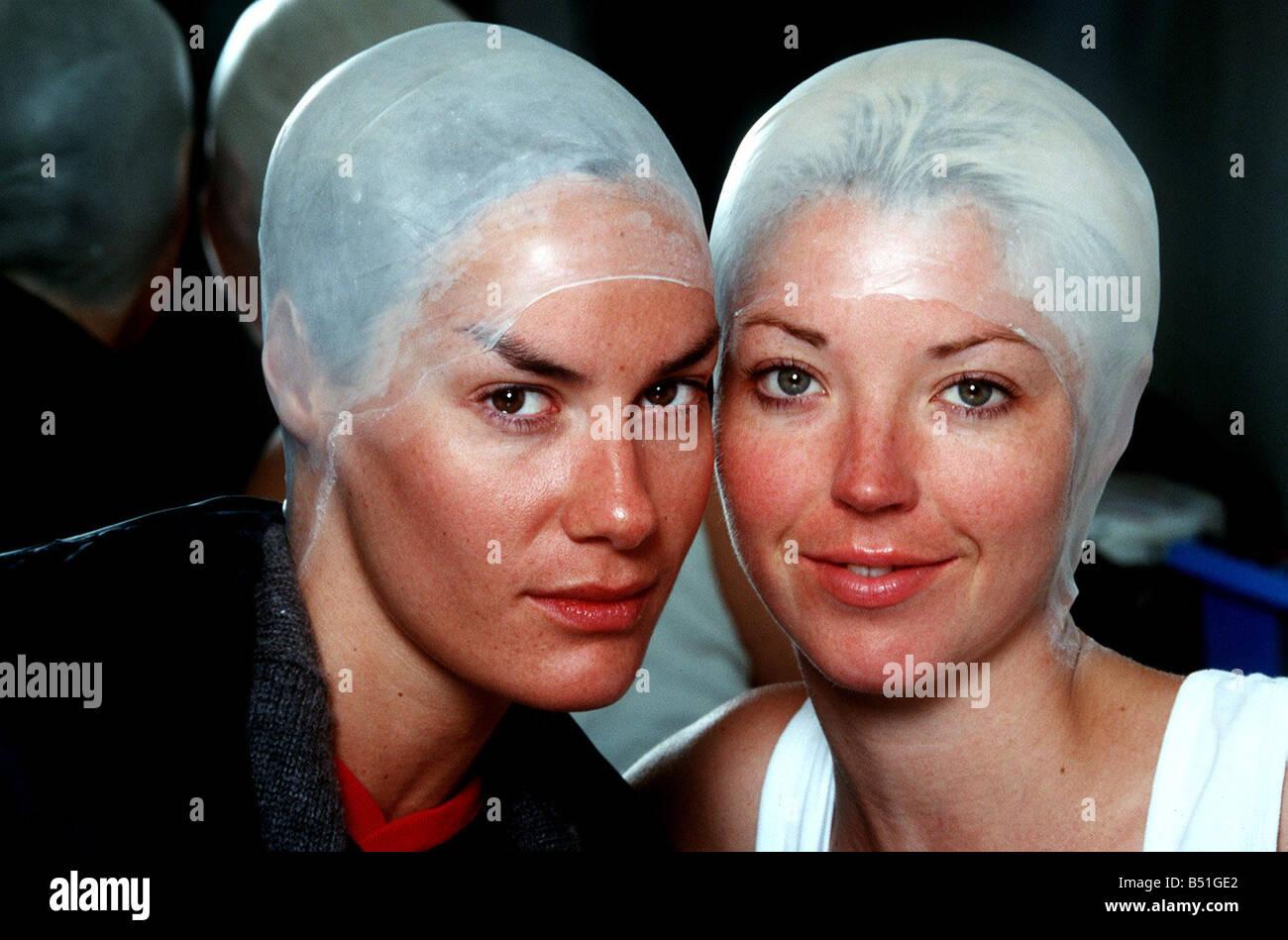 Tara Palmer Tomkinson and Tamara Beckwith at Daily Mirror at the start of their transformation into Aliens Hair - Stock Image