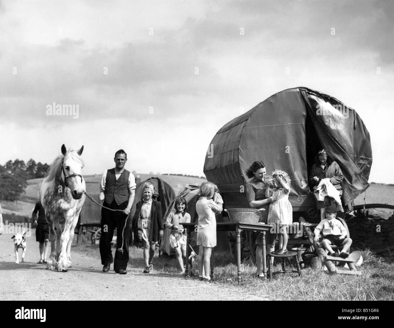 A gypsie caravan parked in a field is home to some of the evacuees who have fled London and the V1 flying bombs. - Stock Image