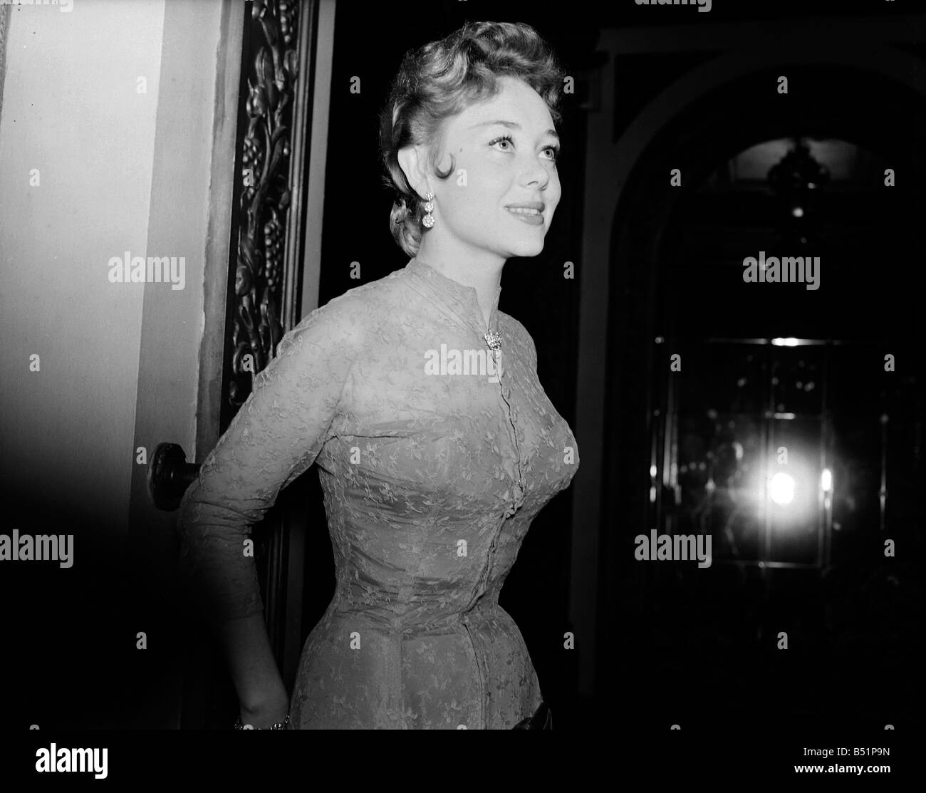 Glynis Johns Premiere of film 'Encore', Plaza Lower Regent St, London;15/11/1951;Staff   Siday;B5398/2 - Stock Image