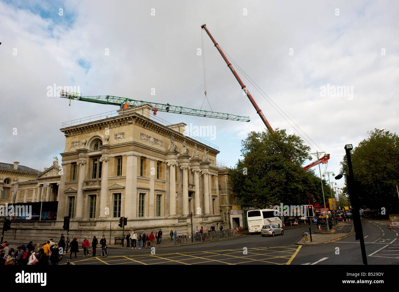 A big crane taking apart a smaller crane used on the building of Ashmolean annex in Oxford - Stock Image