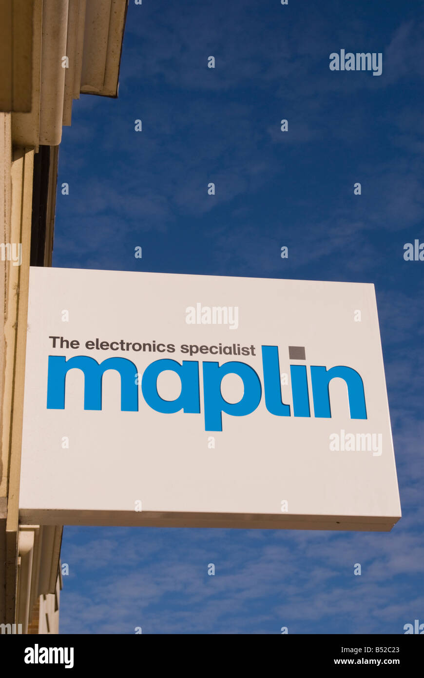 Maplin the electronics specialist sign outside uk shop - Stock Image