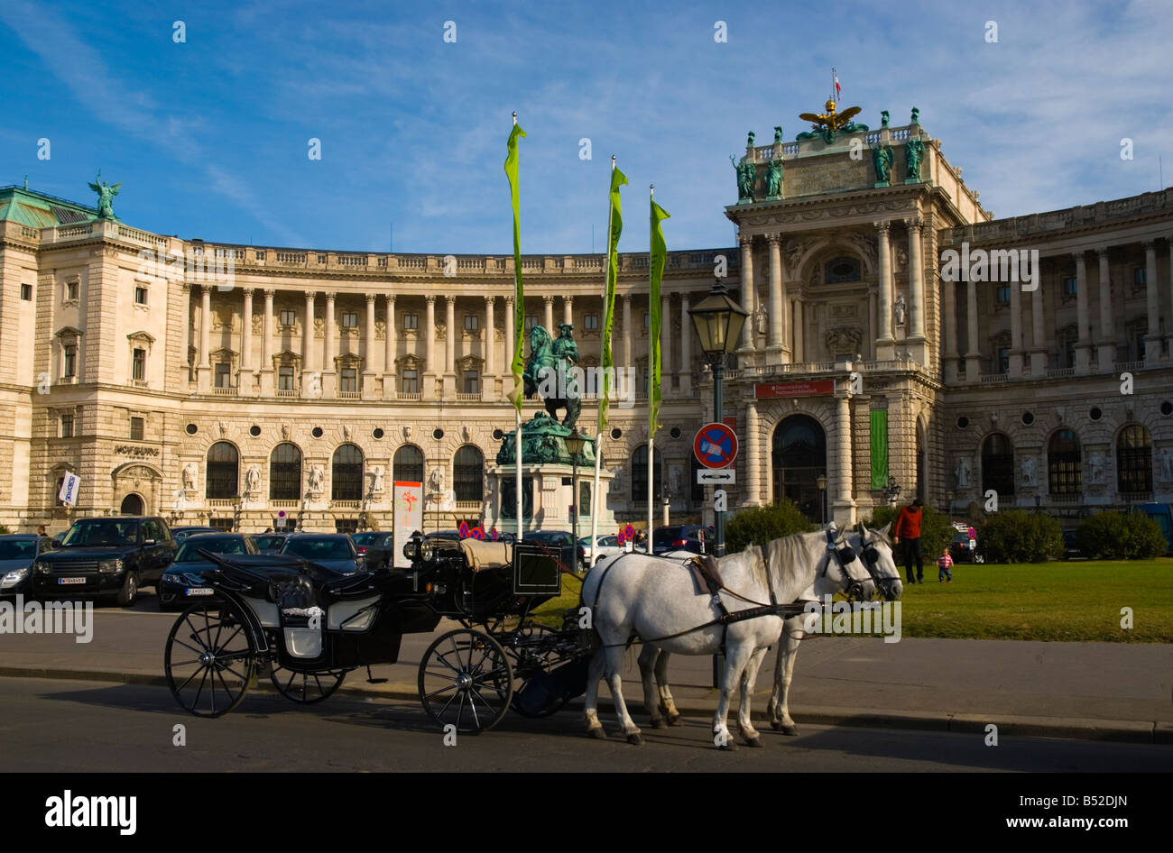 Fiakers the horse drawn sightseeing carriage in front of Hofsburg castle at Heldenplatz square in Vienna Austria - Stock Image