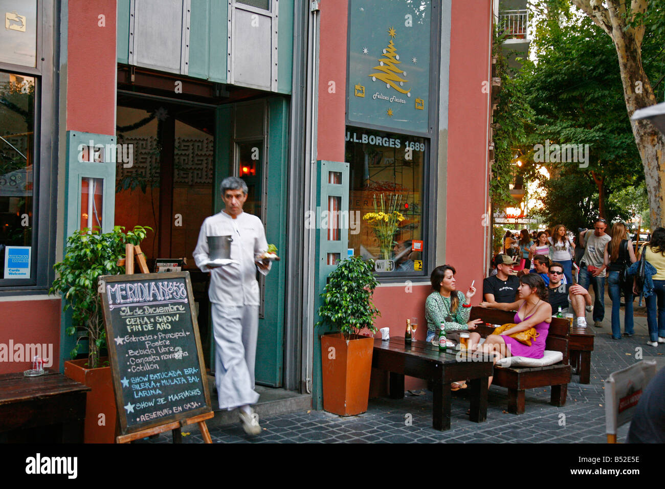 People sitting outside the Meridian 58 restaurant in the trendy area of Palermo Viejo known as Soho Buenos Aires - Stock Image