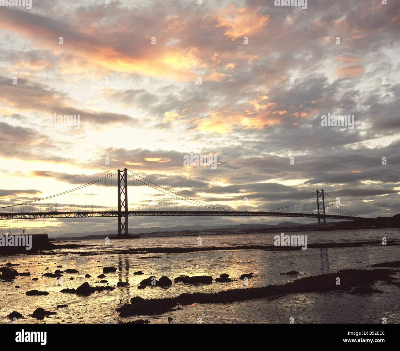 The Forth Road Bridge and the river Forth from South Queensferry, near Edinburgh - Stock Image