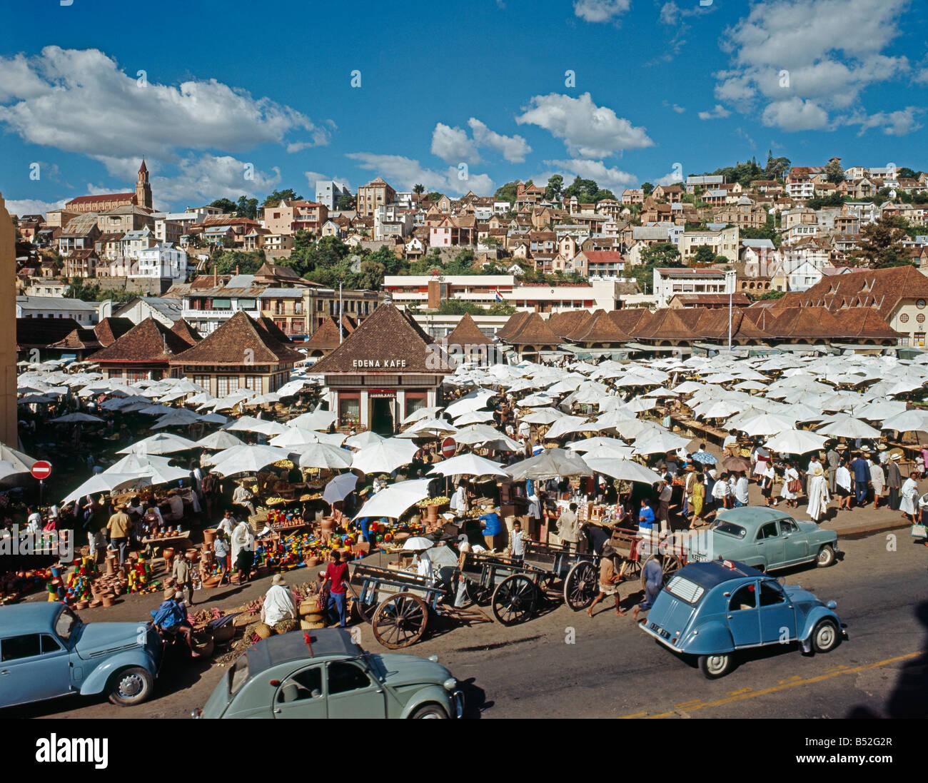marche madagascar parasol tananarive stalls at market town of antananarivo madagascar antananarivo Ausstellung Autofrei - Stock Image