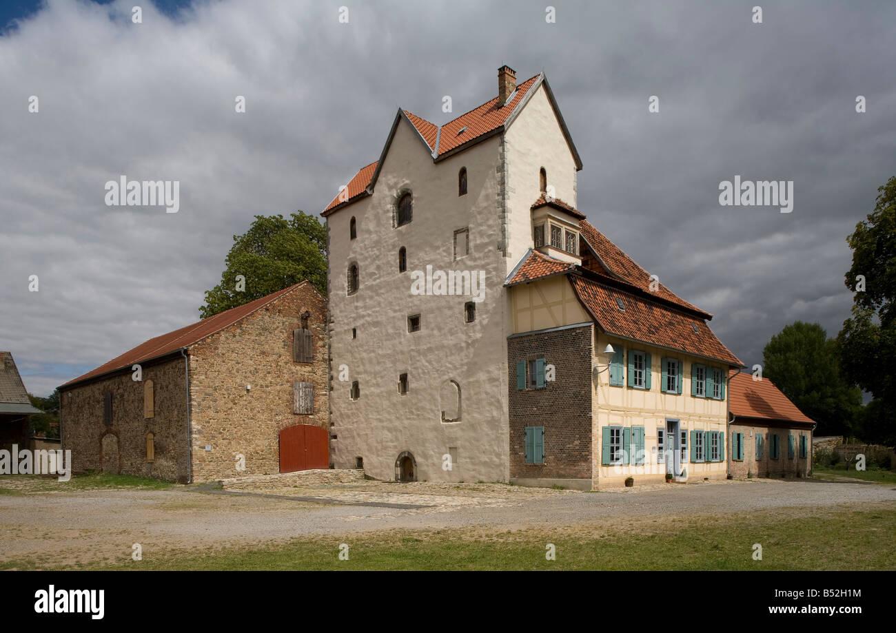Thale/Harz , Ortsteil Wendhusen, West-Turm der ehemaligen Klosterkirche mit Anbauten von Südwesten - Stock Image
