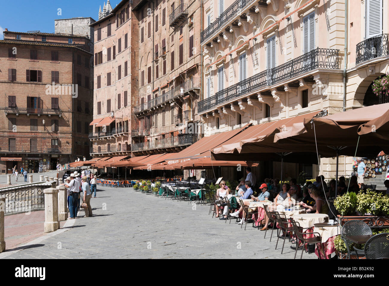 Sidewalk Cafes in The Campo Siena Tuscany Italy - Stock Image