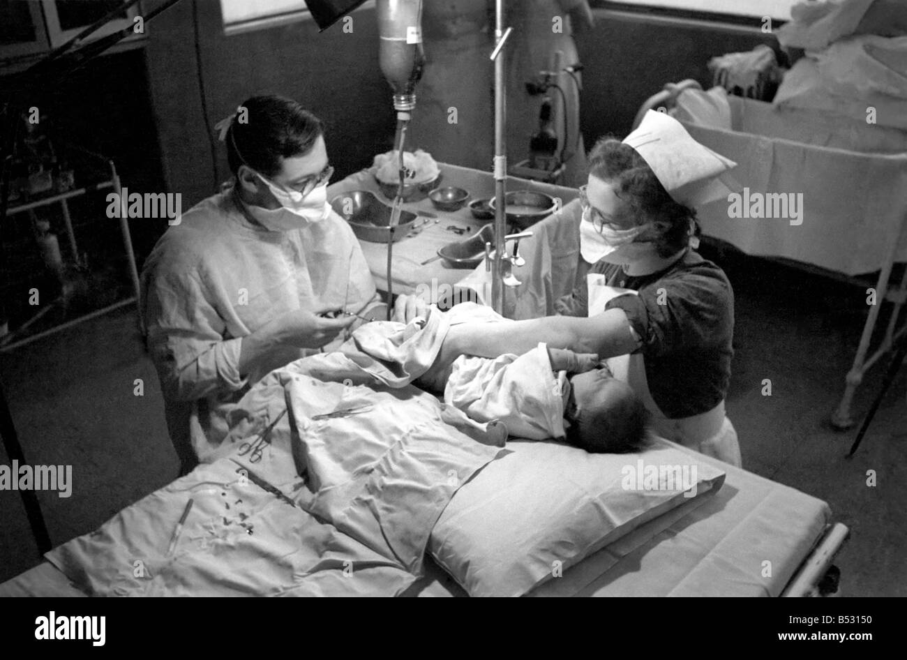 Hospital operation hearts. Babys life saved by blood transfusion.October 1946 O5112-002 - Stock Image