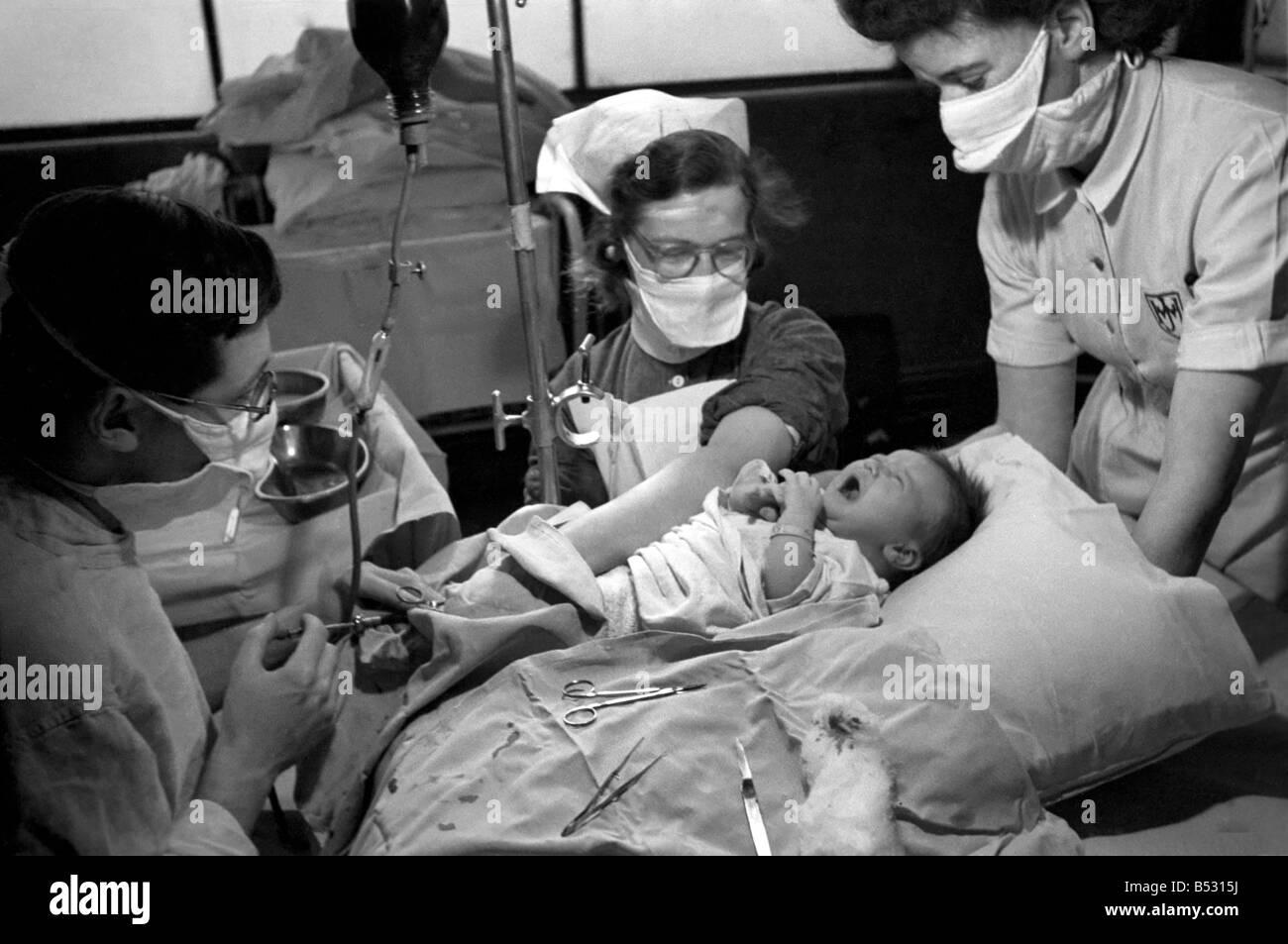 Hospital operation hearts. Babys life saved by blood transfusion.October 1946 O5112 - Stock Image