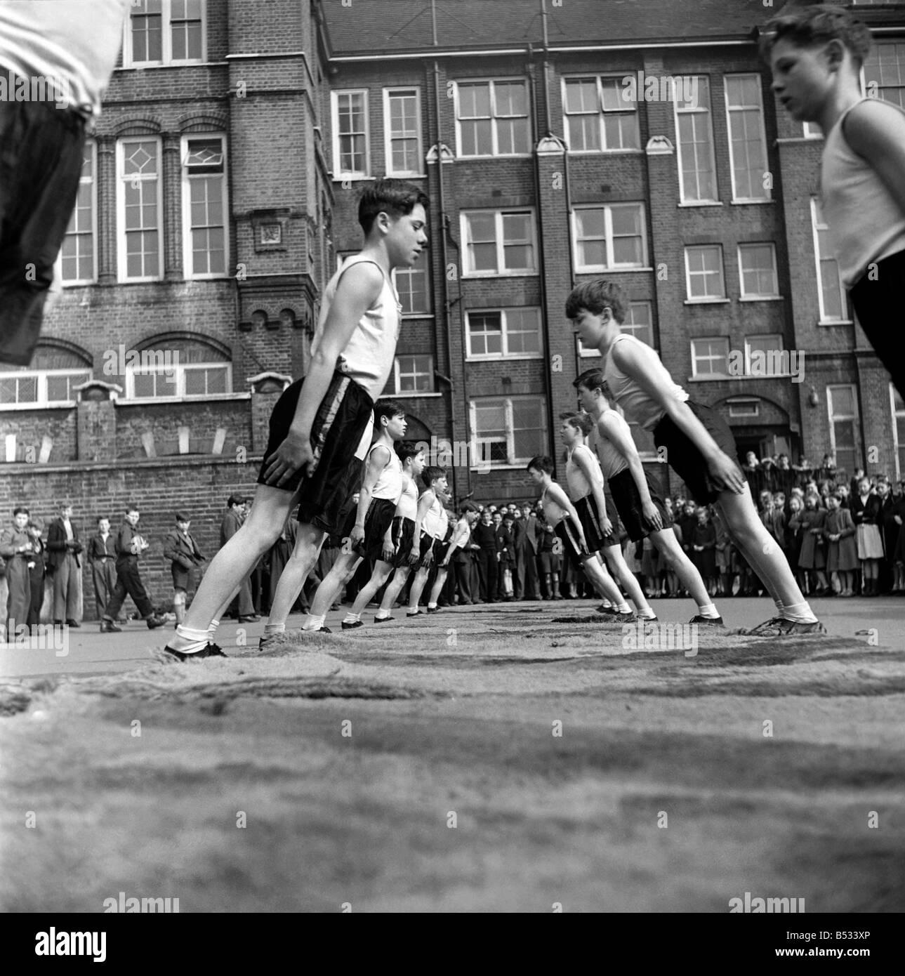 William Blake Secondary School, Battersea. Gymnastics. March 1952 C1257-002 - Stock Image