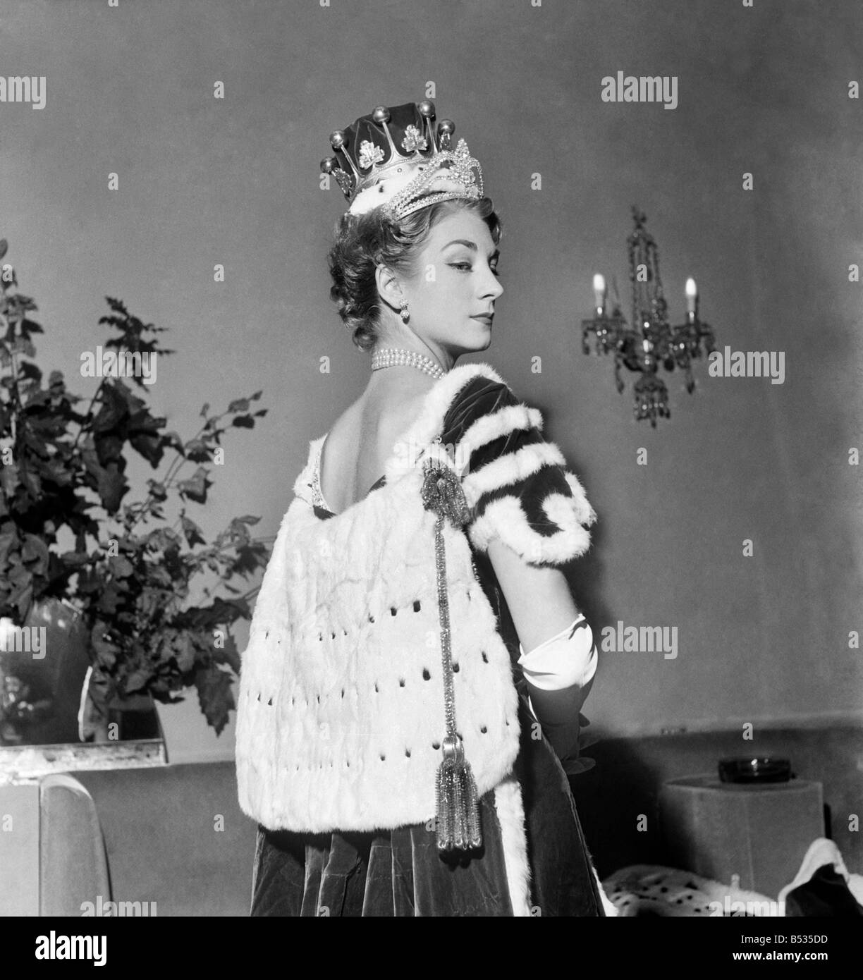 Norman Hartnell's coronation robes for peeresses. October 1952 C5190-001 - Stock Image