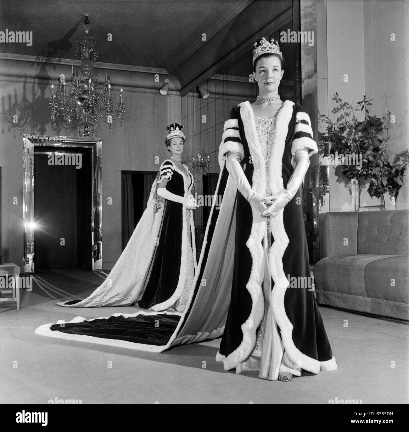 Norman Hartnell's coronation robes for peeresses. October 1952 C5190 - Stock Image