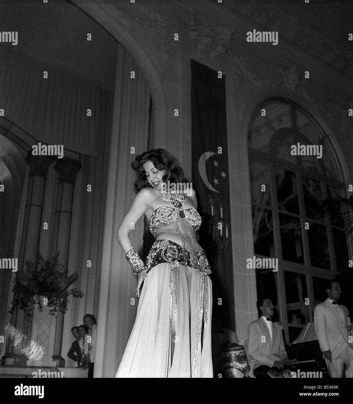 Samia Gamal Dances a Belly Dance at Franco Egyptian Gala in Deauville Casino before HM King Farouk. August 1950 - Stock Image