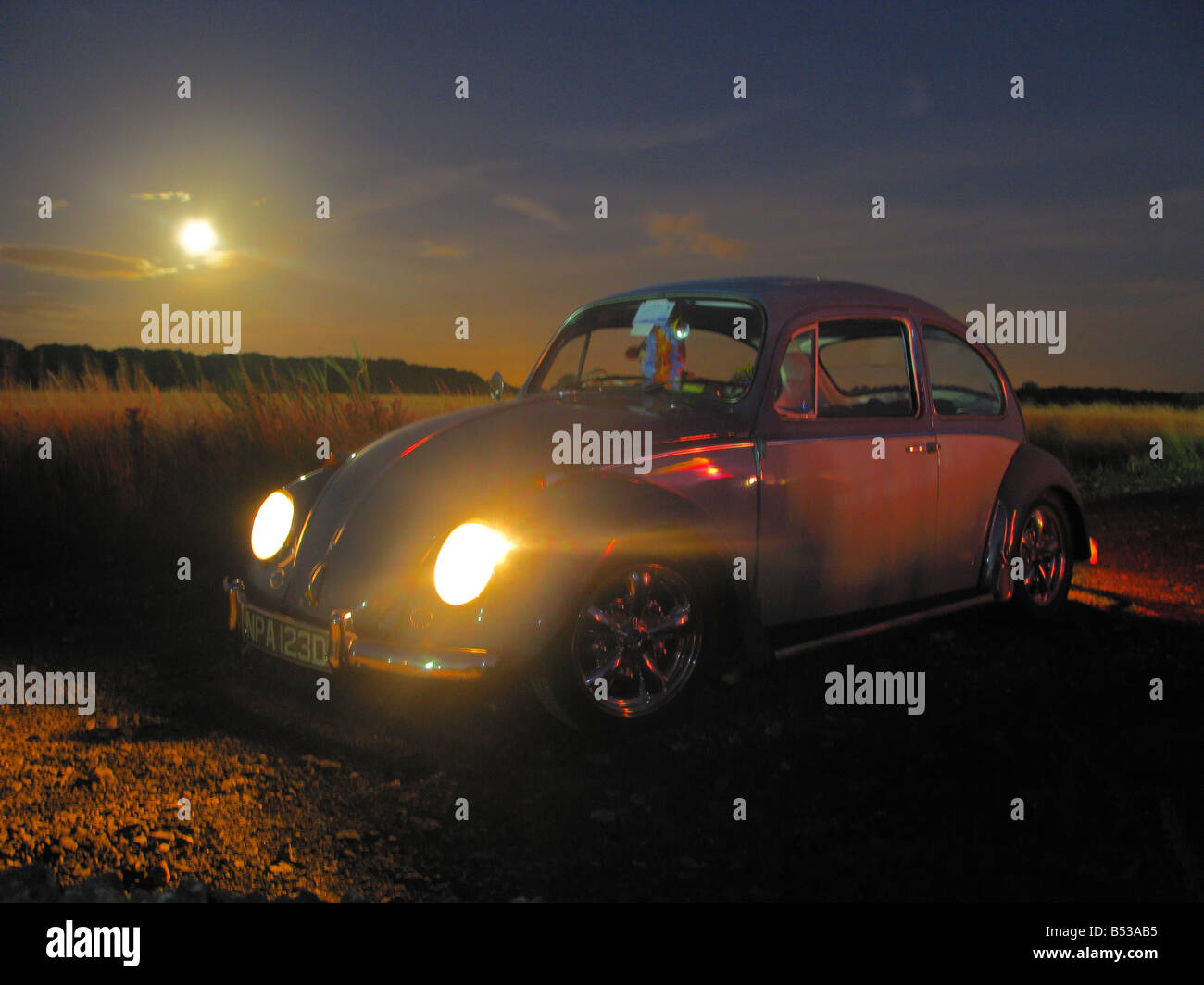 Blue Classic VW Volkswagen beetle at sunset - Stock Image