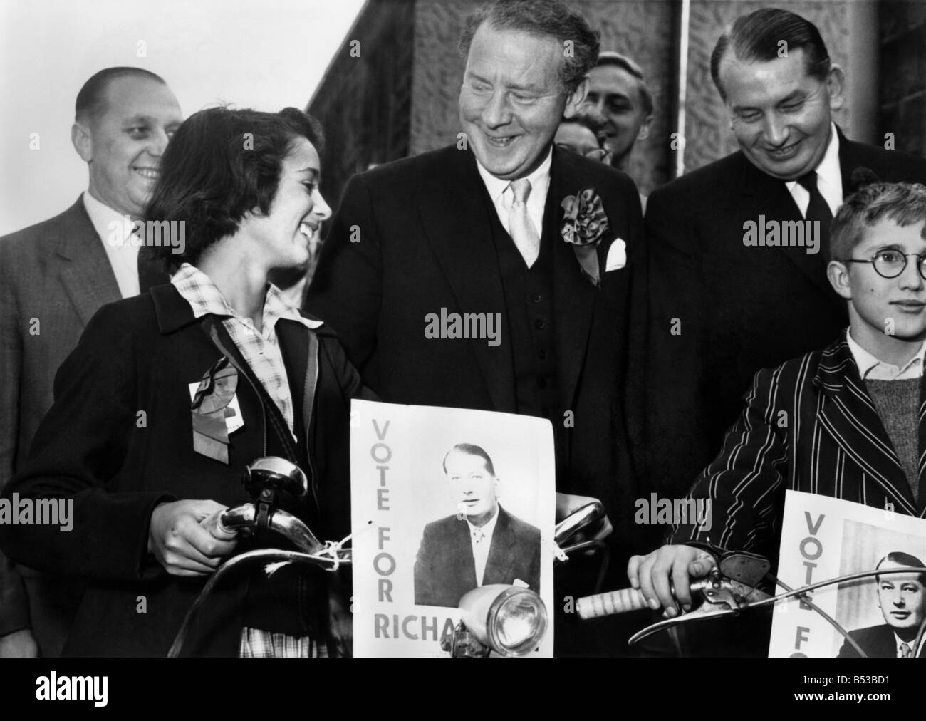 Wendy Phillips and Peter Brierley meet Hugh Gaitskell during the General Election campaign. ;October 1959 ;P018696 - Stock Image