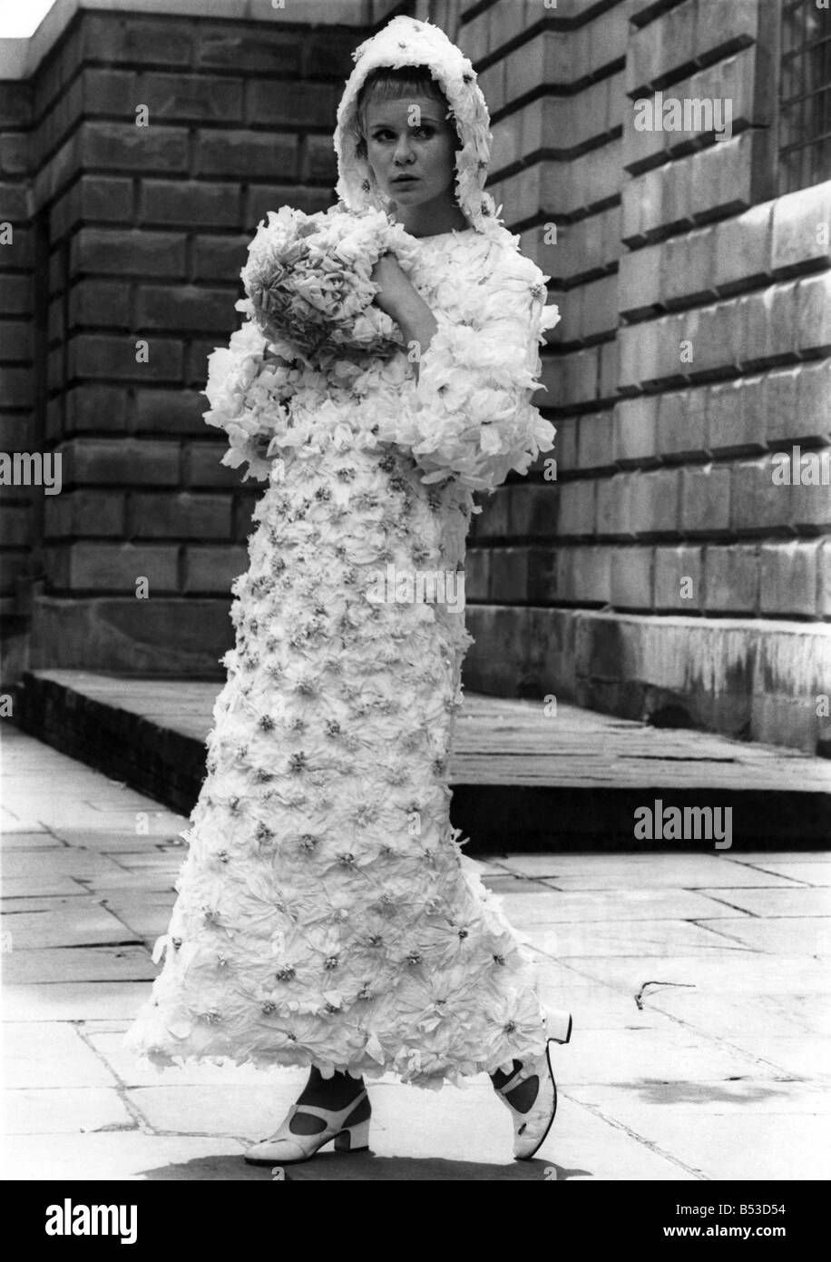Fashion 1960s: Getting into the paper when you Marry. Wedding gowns ...