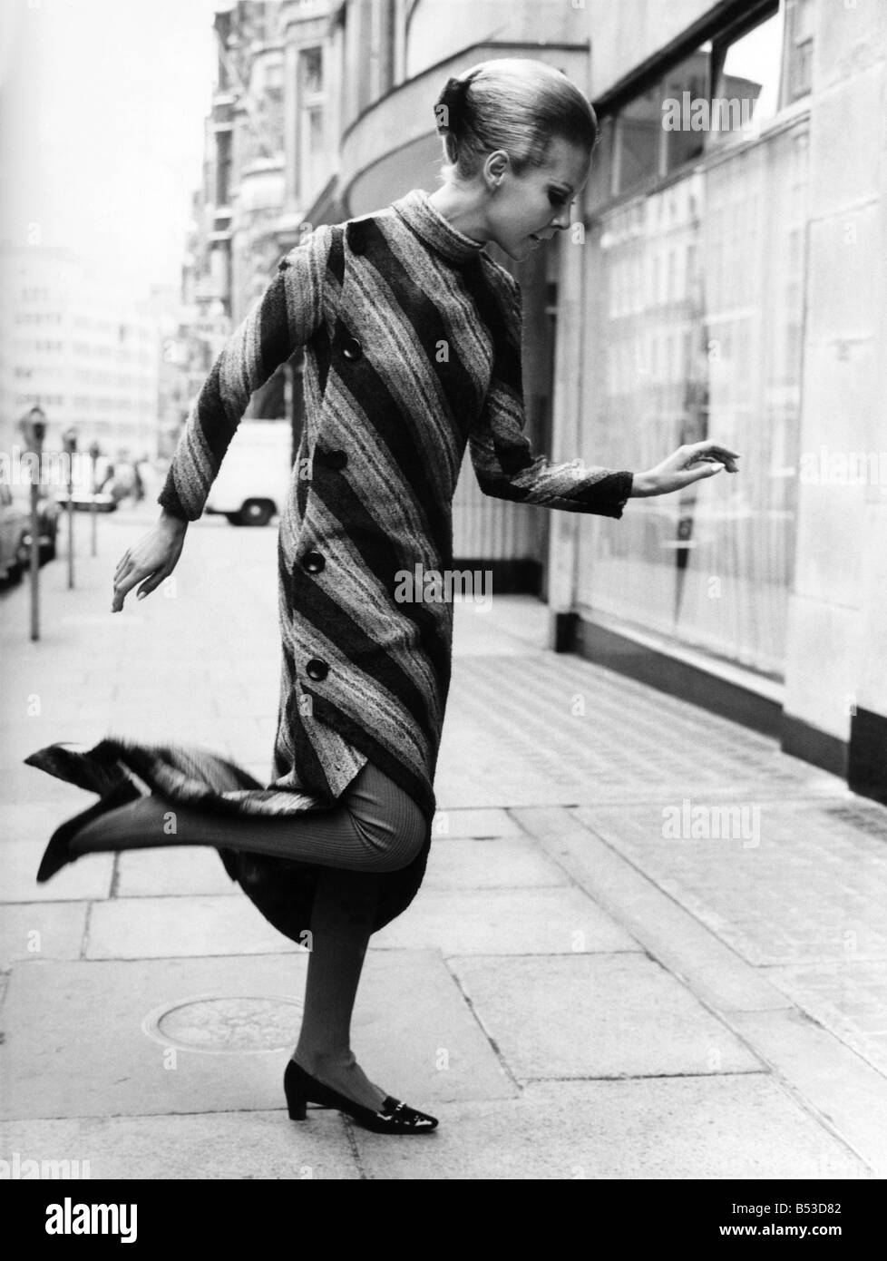 Fashion 1960s. Christian Dior fashions. Christian Dior, of London, yesterday (Thursday 2-9-65) showed their 1965 - Stock Image