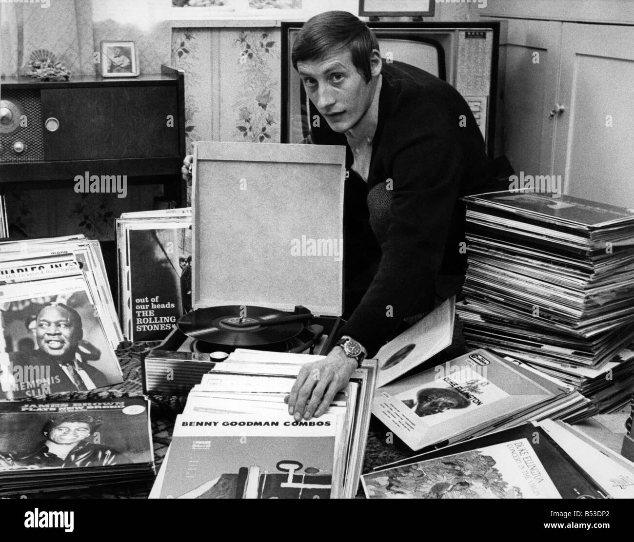 Mr. Colin Tustin at home in Hythe Bridge St. Oxford seen cleaning some of his 486 long playing jazz records. Vinyl. - Stock Image