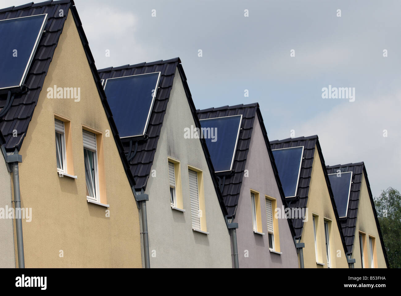 Photovoltaic panels on a solar housing estate, Gelsenkirchen-Bismark, North Rhine-Westphalia, Germany. - Stock Image