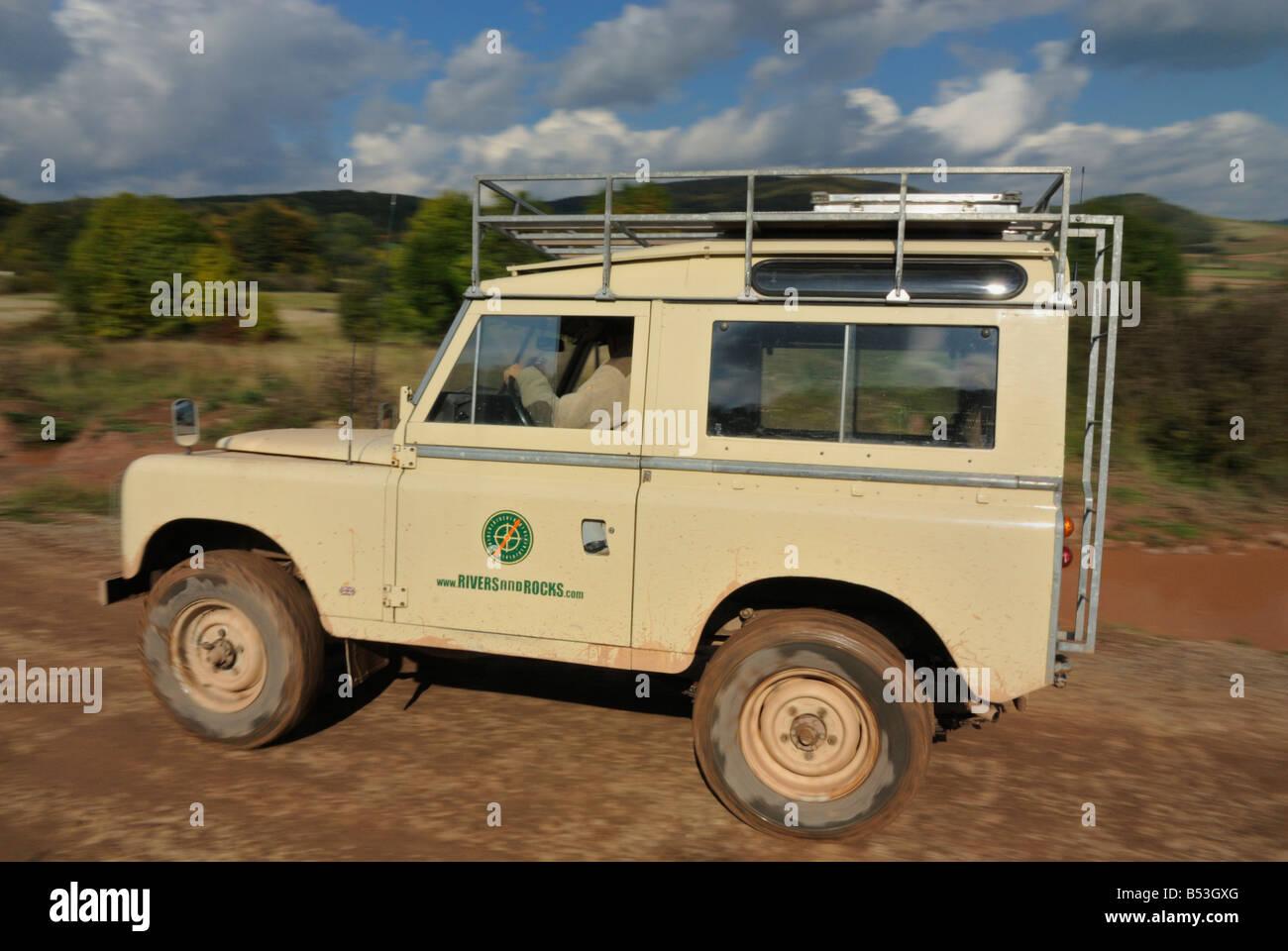 limestone coloured 1970s land rover series 3 swb safari station