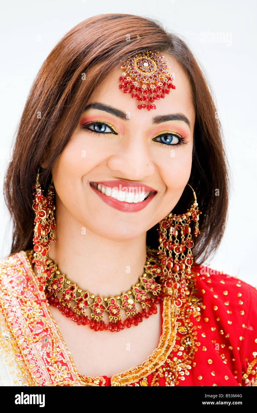 Beautiful Bangali bride in colorful dress isolated - Stock Image