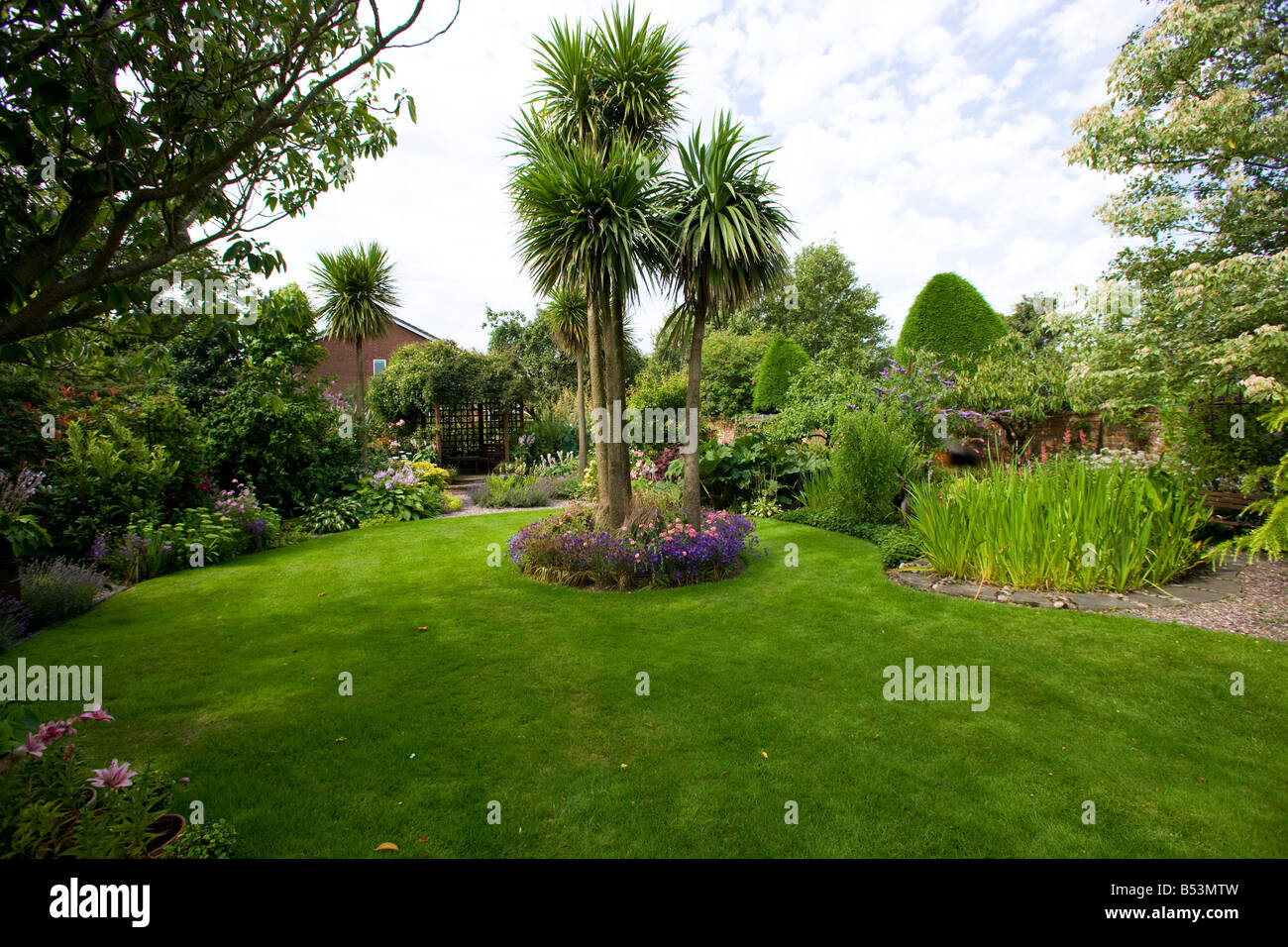 Island Bed Garden Uk Stock Photos Amp Island Bed Garden Uk