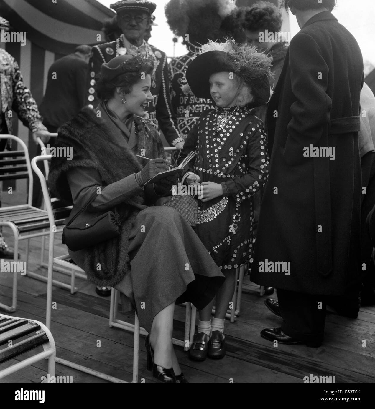 Costers: Pearly Kings and Queens seen here at the Festival Pleasure Gardens in Battersea. May 1953 D2612-001 - Stock Image