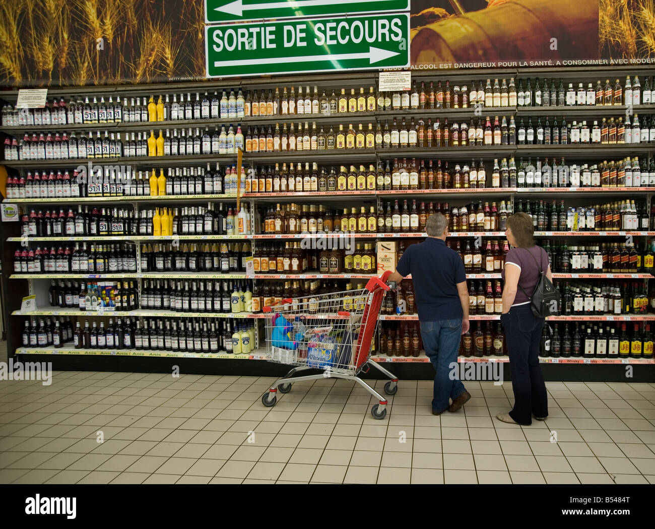France Shopping for cheap wine and spirits at a superstore in Calais  2008 - Stock Image