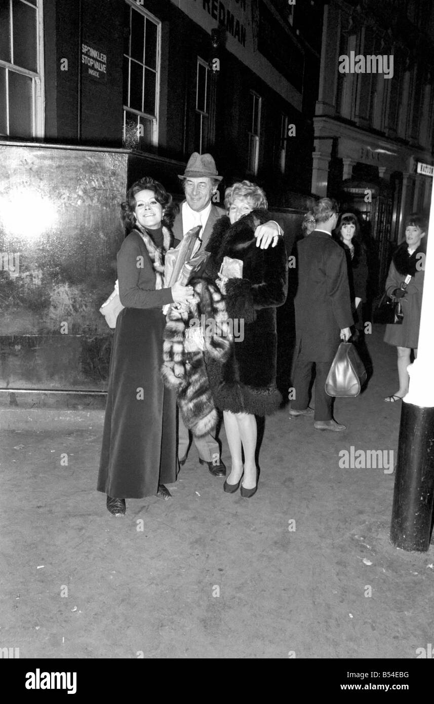 Entertainment actors Rex Harrison with his wife Rachael Roberts (left) and Rita Hayworth leaves the Lyric Theatre, - Stock Image