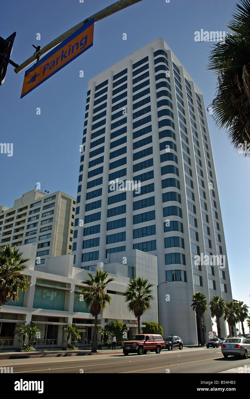 100 Wilshire Building is the tallest building in Santa monica, Situated on a bluff over looking Santa Monica Beach - Stock Image