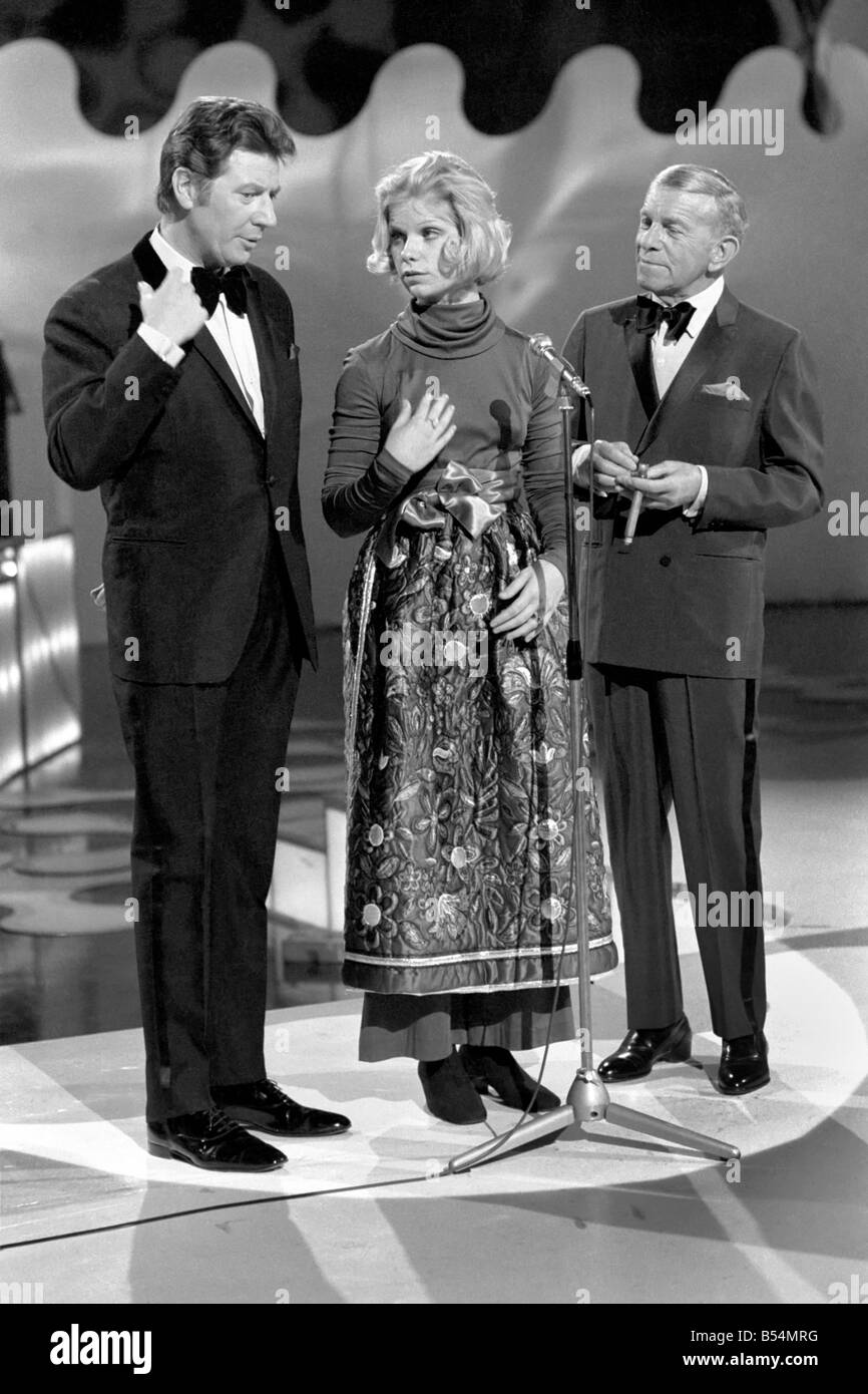 Entertainment Television Presenters. Max Bygraves (Left) with guests and artistes appearing in his show Max. December - Stock Image