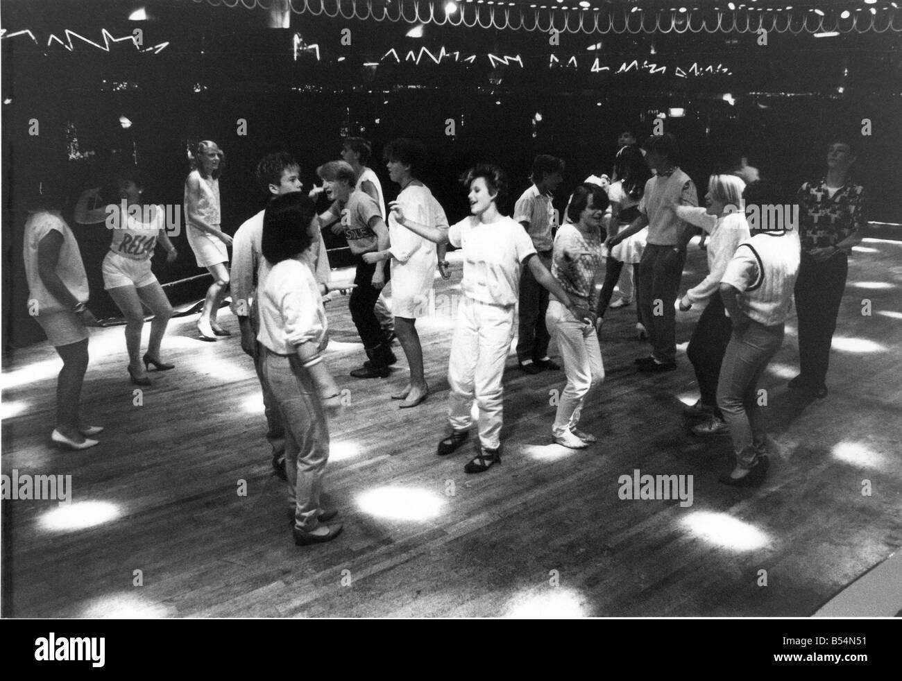 black-teenages-dancing