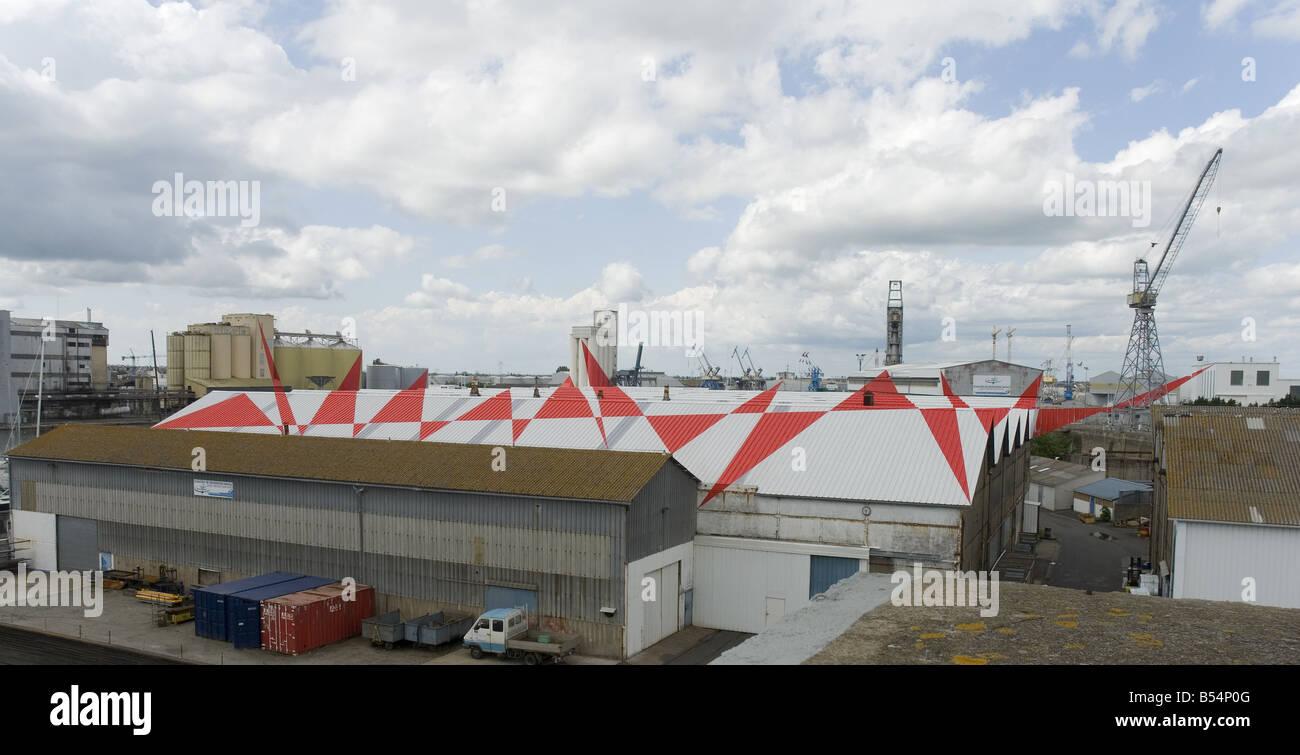 Suite de triangles by Felice Varini during Estuaire 2007 in Saint Nazaire harbour, France - Stock Image