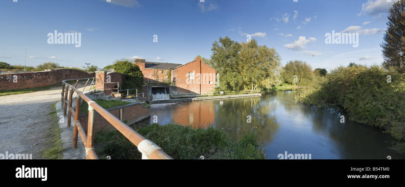 River Kennet at Fobney Lock and Mill Reading Berkshire Uk - Stock Image