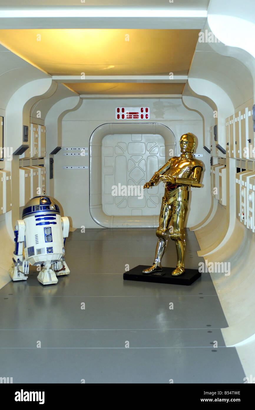 R2D2 and CP3O on the set of Star Wars seen at the London Movie Museum - Stock Image