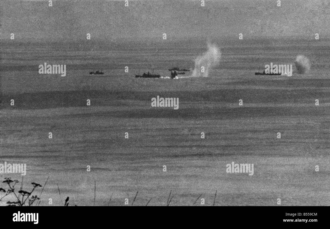 World War II: Shipping Germans shell convoy in the English
