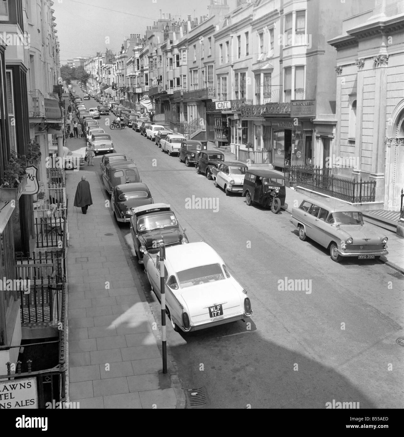 Traffic/Parked cars, street scene. June 1960 M4336 - Stock Image