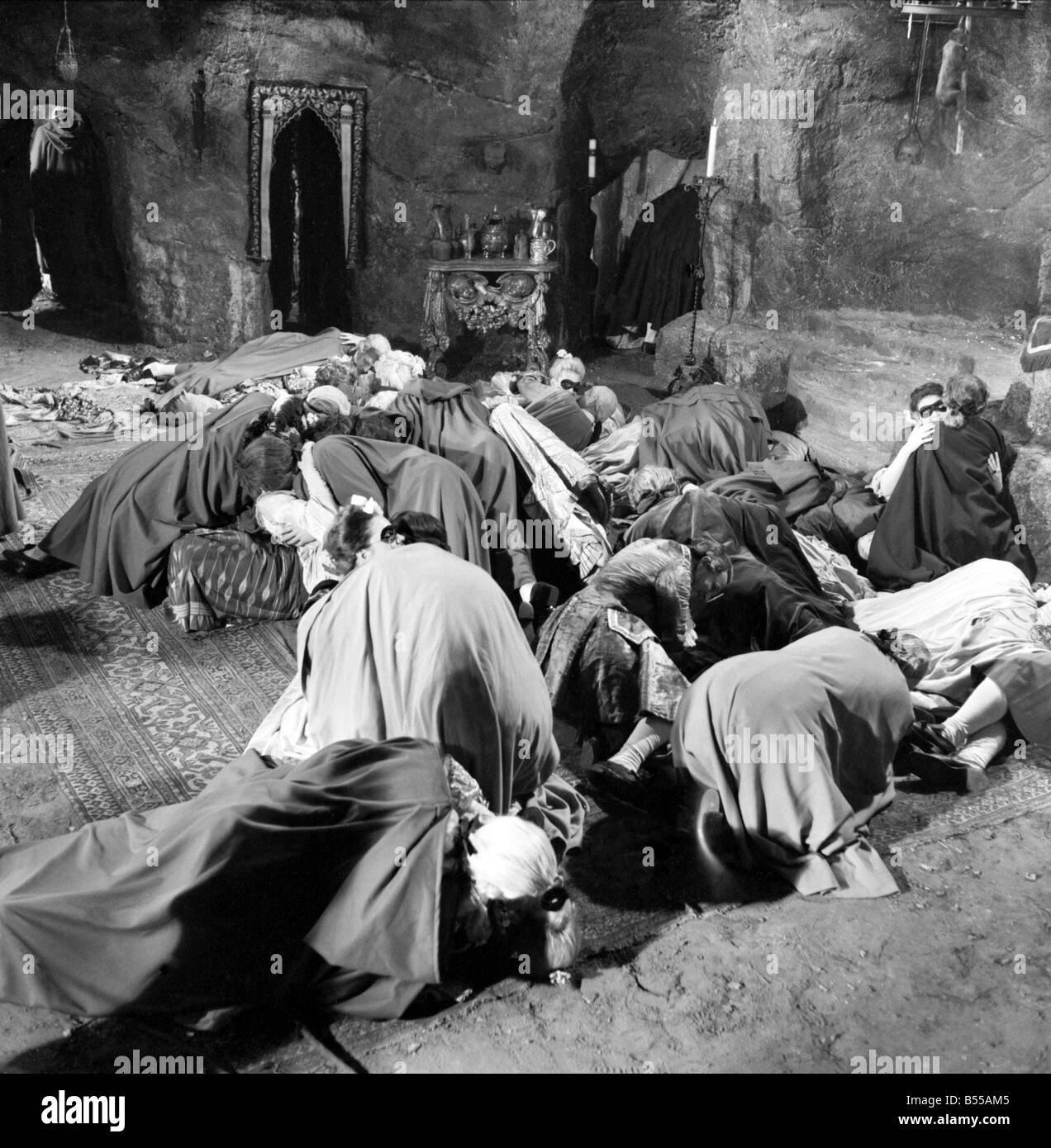 """Scene from the set of the new Hammer House of Horror film """"The Hellfire  Club"""" at Pinewood Studio. June 1960 M4446 Stock Photo"""